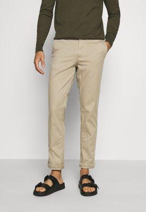 SLHSTRAIGHT NEWPARIS FLEX PANTS - Chino kalhoty - greige