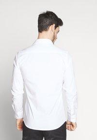 Bertoni - GUSTAV - Formální košile - white - 2