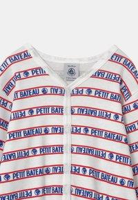 Petit Bateau - DORS BIEN SANS PIEDS - Pyjamas - white/blue/red - 2