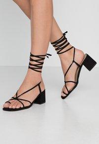EGO - HESSI - Sandály s odděleným palcem - black - 0
