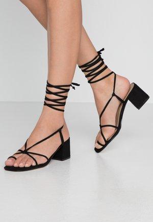 HESSI - Sandály s odděleným palcem - black