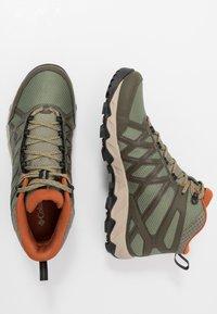 Columbia - PEAKFREAK X2 MID OUTDRY - Hiking shoes - hiker green/cedar - 1