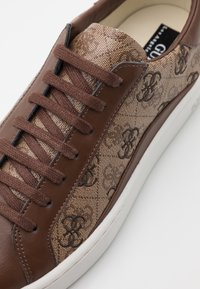 Guess - VERONA - Tenisky - beige/light brown - 5