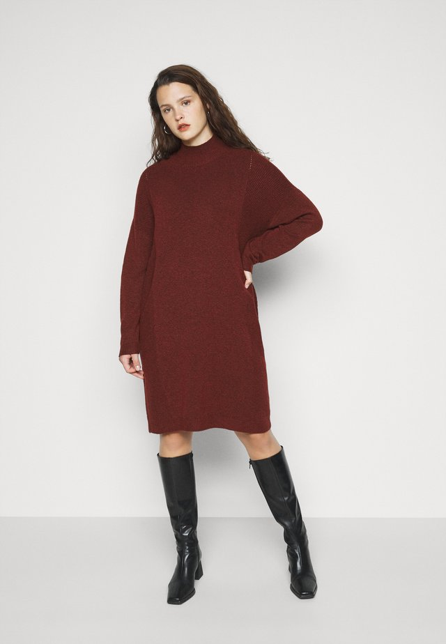 CARPRIMEUS TUNNEL NECK TUNIC DRESS - Strikket kjole - fired brick