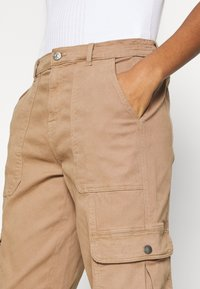 ONLY - ONLGIGI CARRA LIFE  - Cargo trousers - tigers eye - 3
