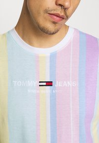 Tommy Jeans - STRIPE TEE - Printtipaita - romantic pink - 6