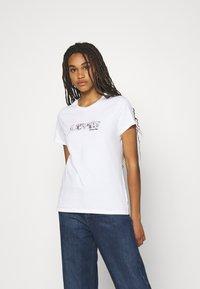 Levi's® - THE PERFECT TEE - Print T-shirt -  white - 0