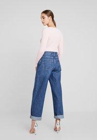 Missguided - PLUNGE V NECK BODY - Stickad tröja - pink - 2