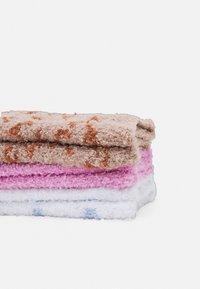 Pieces - PCAFILI FLUFFY SOCKS 3 PACK - Socks - bright white - 1