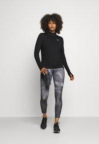 Nike Performance - ELEMENT - Maglietta a manica lunga - black/reflective silver - 1