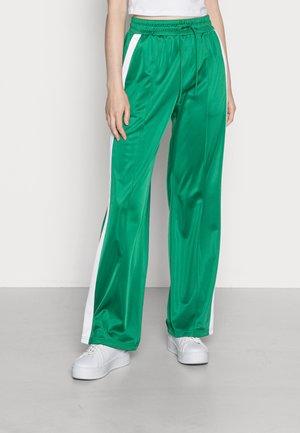 KIM TROUSERS - Pantalon de survêtement - green medium