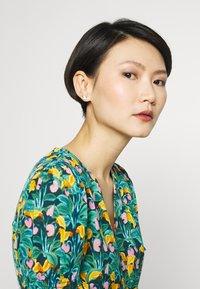 Vivienne Westwood - TAMIA EARRINGS - Earrings - silver-coloured - 1
