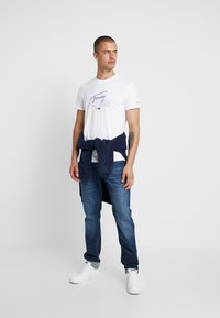 Tommy Jeans - SCRIPT LOGO TEE - Print T-shirt - classic white - 1