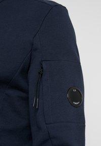 C.P. Company - FUNNEL OPEN DIAGONAL RAISED  - Zip-up hoodie - navy - 3