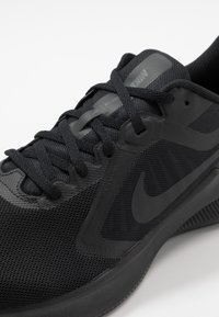 Nike Performance - DOWNSHIFTER 10 - Hardloopschoenen neutraal - black/iron grey - 5