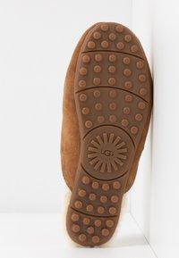 UGG - LANE - Pantoffels - chestnut - 6