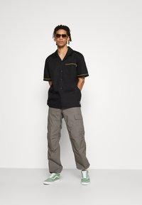 HUF - CRAZY WOVEN  - Shirt - black - 3