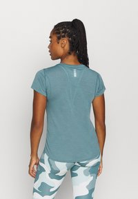 Under Armour - STREAKER SHORT SLEEVE - T-shirts - lichen blue - 2