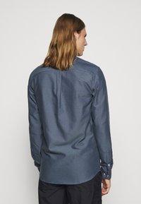 Les Deux - Shirt - blue fog/dark navy - 2