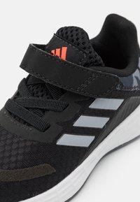 adidas Performance - DURAMO SL SHOES - Zapatillas de entrenamiento - core black/halo silver/solar red - 5