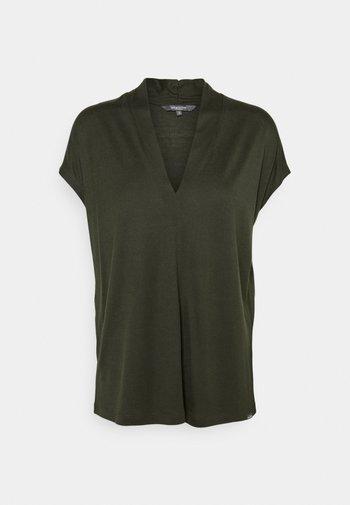 Basic T-shirt - deep leaf green