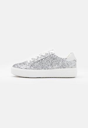 Sneakersy niskie - silver glam