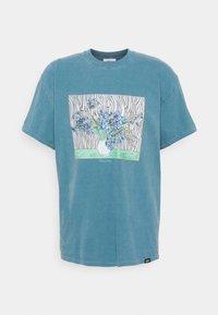 Vintage Supply - VINCENT FRONT PRINT TEE UNISEX - Print T-shirt - dark aqua - 0