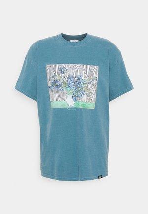 VINCENT FRONT PRINT TEE UNISEX - T-shirt print - dark aqua