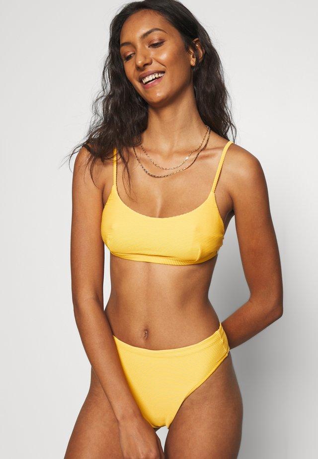 ESSENTIALS BRALETTE AND ESSENTIALS HIGH RISE  - Bikini - marigold