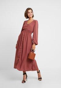 Vero Moda - VMEDDA DRESS - Skjortekjole - mahogany - 2