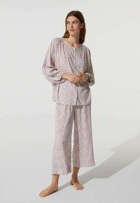 OYSHO - MIT BLÜMCHEN - Pyjama bottoms - beige - 1