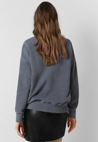 Scalpers - WITH SKULL LOGO AND STUDS - Sweater - grey - 2