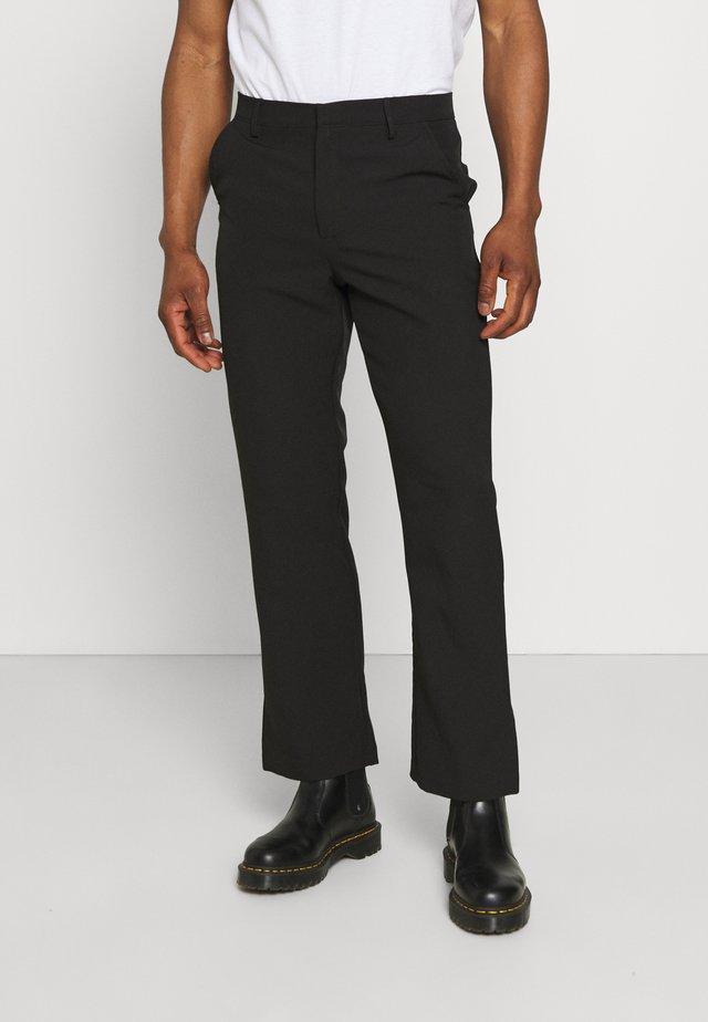 ON THE RUN STRAIGHT LEG TAILORED TROUSER - Kalhoty - black