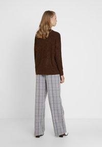 Karen by Simonsen - SYDNEY WIDE CHECK PANTS - Trousers - grey - 2