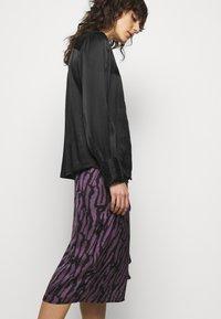 Bruuns Bazaar - TREE VIOLIS SKIRT - A-line skirt - artwork purple - 3