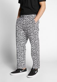 Obey Clothing - HARDWORK FUZZ PANT - Jeans relaxed fit - black multi - 0