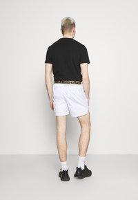 Glorious Gangsta - ETIO - Shorts - white - 2