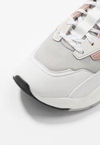 Timberland - DELPHIVILLE  - Sneakersy niskie - light grey - 2