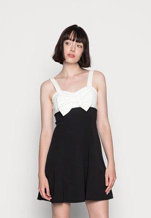 BOW SKATER DRESS - Žerzejové šaty - black/white