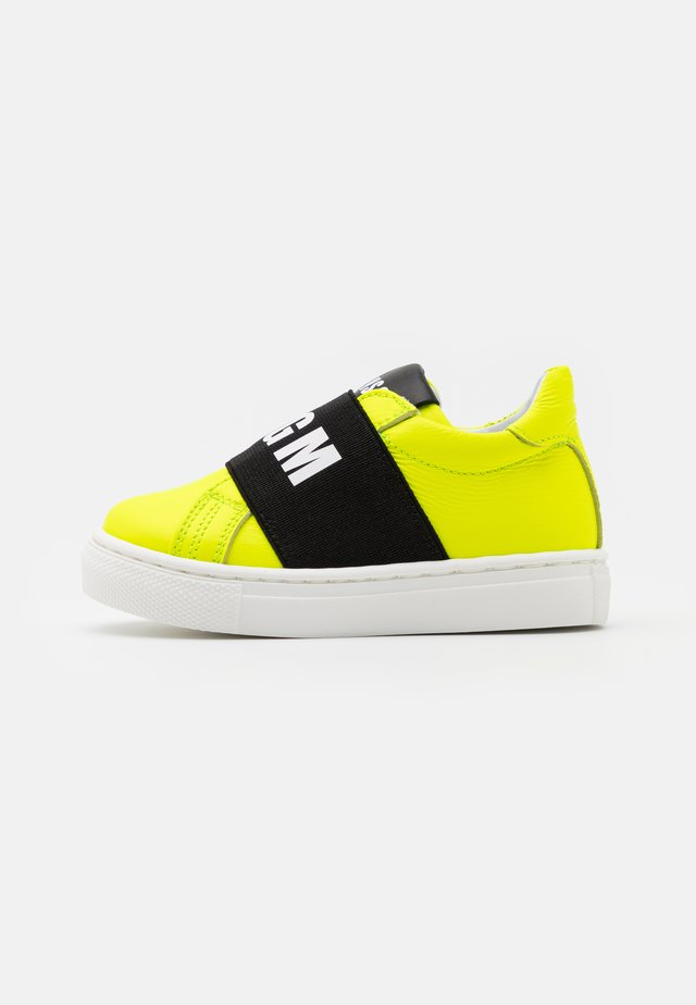 UNISEX - Loafers - neon yellow