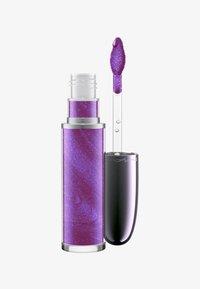 MAC - GRAND ILLUSION LIQUID LIPCOLOUR - Liquid lipstick - queen's violet - 0