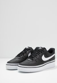 Nike Sportswear - AIR FORCE 1 '07 LV8  - Sneakers - black/white/wolf grey - 2