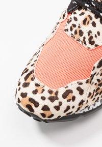Steve Madden - CLIFF - Sneakers - orange - 2