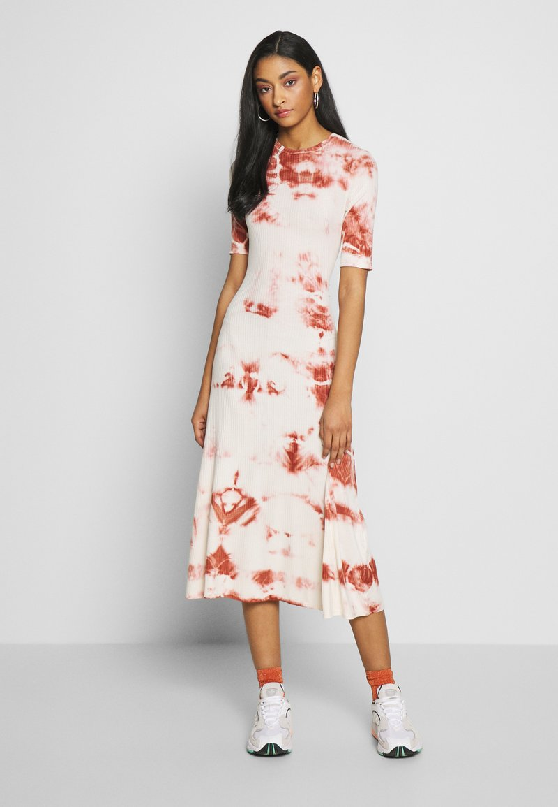 EDITED - TAYLA DRESS - Žerzejové šaty - cedar wood/white swan