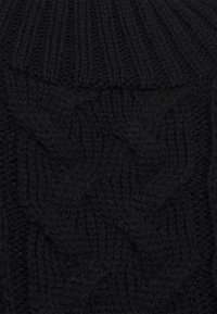 Missguided Petite - CROPPED CABLE JUMPER - Jumper - black - 2