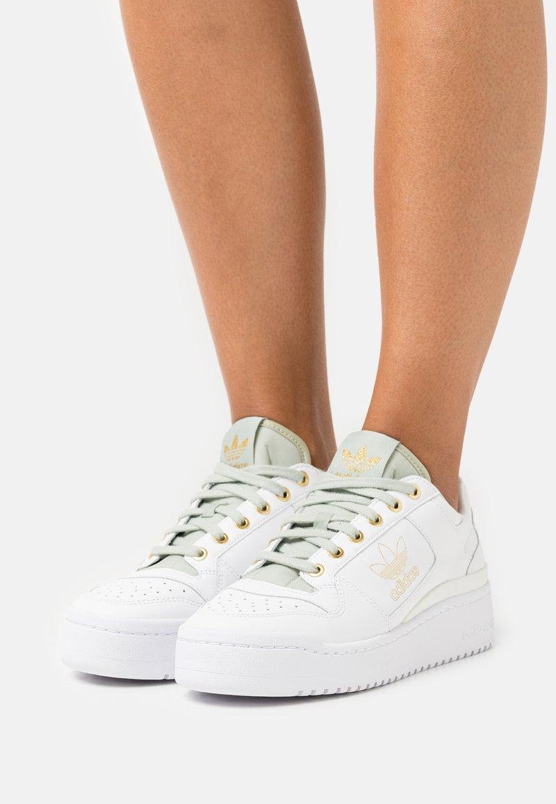 adidas Originals - FORUM BOLD - Trainers - footwear white/vivid red/matte gold