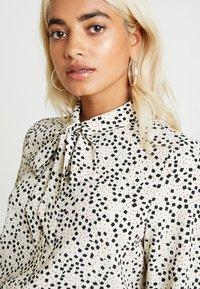 Vero Moda Petite - VMAFIA BOW - Button-down blouse - pistachio shell - 4