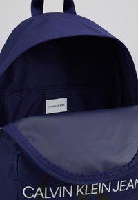 Calvin Klein Jeans - MONOGRAM CAMPUS BACKPACK  - Rucksack - blue - 5