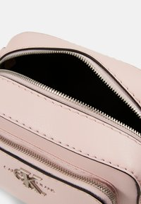 Calvin Klein Jeans - CAMERA BAG - Torba na ramię - pink - 3