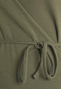 Envii - ENALLY TEE - Print T-shirt - deep lichen green - 2